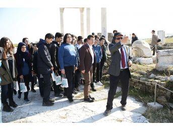 Merkezefendili Öğrenciler Laodikya'da Tarihi Keşfediyor