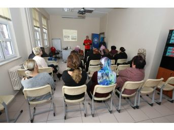 Akut'tan Kadınlara Deprem Semineri