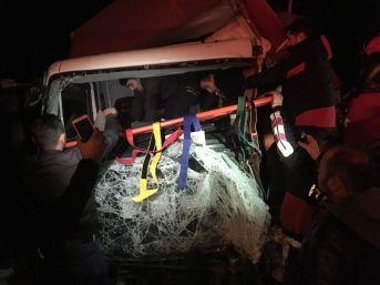 Karadeniz Sahil Yolunda Zincirleme Trafik Kazası: 4 Yaralı