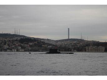 Türk Denizaltısı İstanbul Boğazı'ndan Geçti