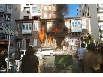 İzmir'de Kafede Korkutan Yangın