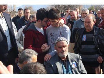 Öğrencisi Tarafından Öldürülen Okul Müdürü Son Yolculuğuna Uğurlandı