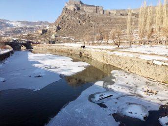 Kars Çayı'na Düşen Vatandaşı İtfaiye Kurtardı