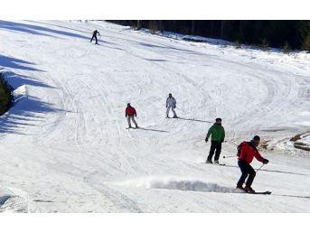 Sarıkamış Kayak Merkezinde Hafta Sonu Yoğunluğu