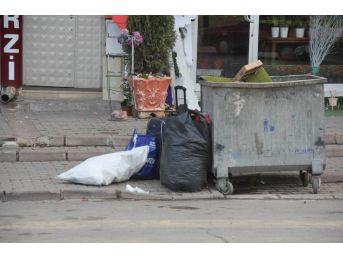 Çöpe Atılan Elbise Dolu Valiz Paniğe Neden Oldu
