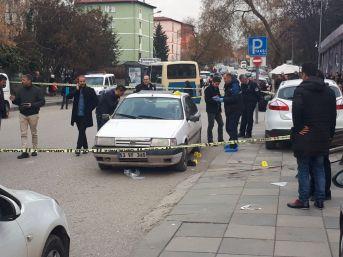 Başkent'te Otomobile Silahlı Saldırı: 1 Ölü, 1 Yaralı