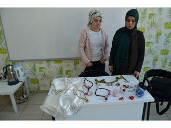Sason'da Kadınlar Hem Meslek Öğreniyor, Hem De Para Kazanıyorlar