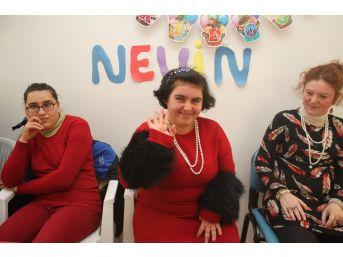 Engelli Kızın Doğum Günü Dileği: 'hep Böyle Mutlu Geçsin'