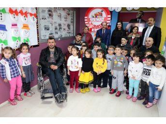 Kreş Çocukları 4 Engelli Vatandaşın Yüzünü Güldürdü