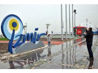 İzmir'de Yağmur Keyfi