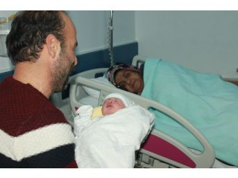 Yalova'da 2017 Yılının İlk Çocuğu Doğdu