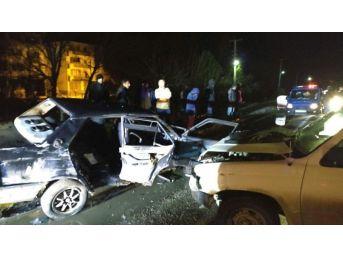 Zonguldak'ta İki Otomobil Çarpıştı: 5 Yaralı