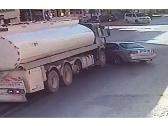 Dikkatsiz Yola Çıkan Otomobile, Tanker Çarptı