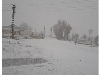 Gürün'de Yüksek Kesimlere Kar Yağdı