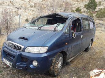 Suriyeli Ailenin İçinde Bulunduğu Minibüs Devrildi: 8 Yaralı