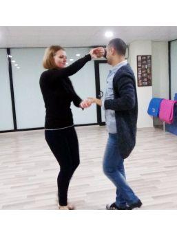 Genç Kadının Büyüleyen Dans Tutkusu