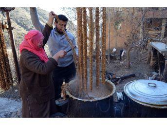 Sason'da Tonlarca Cevizli Sucuk Üretiliyor
