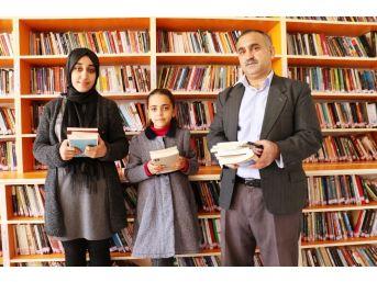 (özel Haber) Kitap Bağımlısı Aile Bir Yılda 2 Bin Kitap Okudu