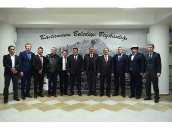 Narın Valisi Amanbay Kayıpov, Belediye Başkanı Tahsin Babaş'ı Makamında Ziyaret Etti