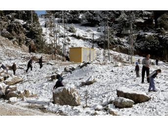 Muğla'nın Yüksek Kesimlerinde Kar Keyfi