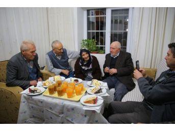 Asırlık Ulu Çınara Yaş Günü Düzenlediler