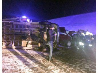 Otomobil İle İşçileri Taşıyan Minibüs Çarpıştı: 16 Yaralı