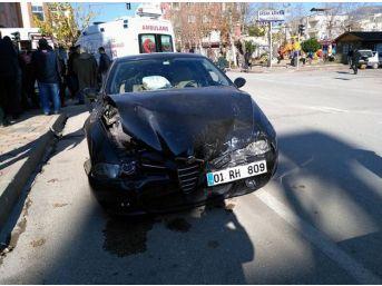 İki Kadın Sürücü Çarpıştı: 4 Yaralı