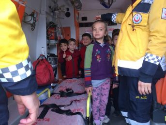 İlkokul Öğrencilerine Ambulans Tanıtıldı