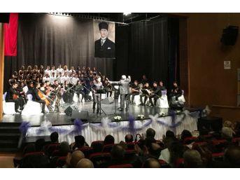 Liseli Öğrencilerin Türk Halk Müziği Konseri İlgi Gördü