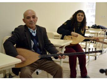 70 Yaşında Müzik Merakını Giderdi