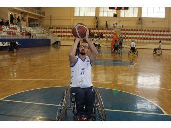 Üzerine Ağaç Devrilen Akut Gönüllüsü Felç Kaldı, Hayata Basketbolla Tutundu