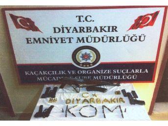Diyarbakır'da Silah Ve Mühimmat Ele Geçirildi