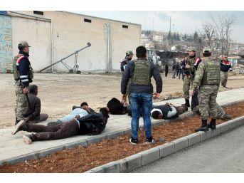 Elazığ'da İki Grup Kavga Etti: 1 Asker Yaralandı