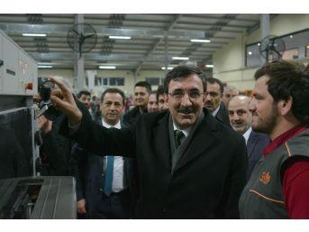 Ak Parti Genel Başkan Yardımcısı Cevdet Yılmaz, Zafer Medya Ofset Tesislerini Gezdi
