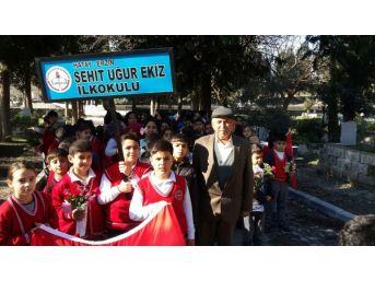 Öğrencilerden Şehit Uğur Ekiz'in Mezarına Ziyaret
