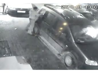 (özel) Bahçelievler'de Hırsızların Kimseye Aldırış Etmeden Yaptığı Hırsızlık Kamerada