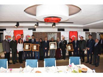 Şehit Ailelerine 'devlet Övünç Madalyası' Verildi
