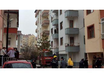 Tosya'da 3 Katta Çıkan Yangında Yaşlı Kadın Pencereden Atladı