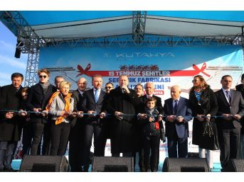 Cumhurbaşkanı Erdoğan, 15 Temmuz Şehitleri Seramik Fabrikası'nı Üretime Açtı