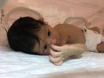 Belediye Otoparkında Bir Haftalık Bebek Bulundu