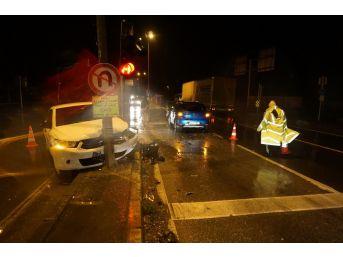 Alkollü Olduğu İddia Edilen Sürücü Kaza Yaptığı Otomobili Bırakıp Kaçtı
