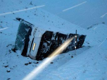 Cenazeye Giden Otobüs Devrildi: 16 Yaralı