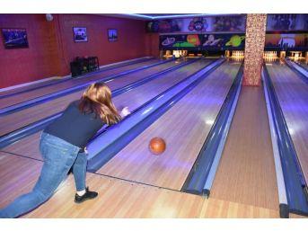 Teski Kurum İçi Bayanlar Bowling Turnuvası Düzenledi