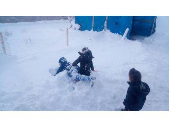 Özalp'ta Kar Yağışı
