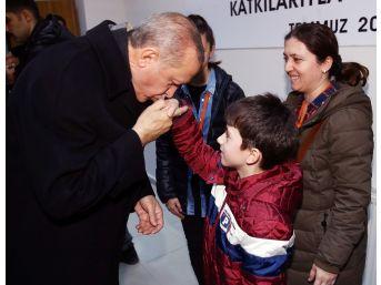 Cumhurbaşkanı Erdoğan, Şehit Polisin Ailesi İle Görüştü