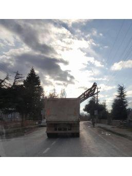 Çivril'de Kamyonla Tehlikeli Taşımacılık