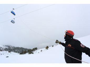 İtfaiyeden Kayak Merkezinde Gerçeğini Aratmayan Tatbikat