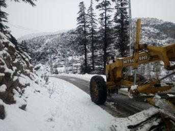 Mersin'in Yüksek Kesimlerinde Yoğun Kar Yağışı