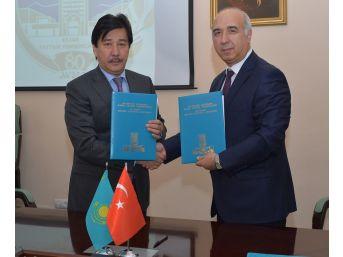 Niğde Ömer Halisdemir Üniversitesi Kazakistan'la İş Birliği Yaptı