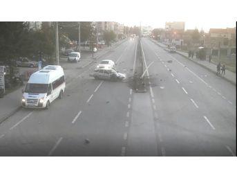 Eskişehir'deki Trafik Kazaları Mobese Kameralarına Yansıdı